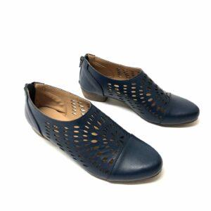 דגם 8012 : נעלי סירה בצבע כחול