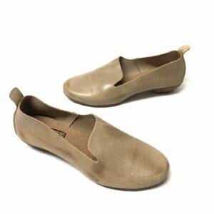 דגם 110: נעל עור בצבע אפור