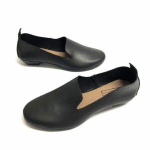 דגם 110: נעל עור בצבע שחור