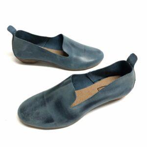 דגם 110: נעל עור בצבע כחול