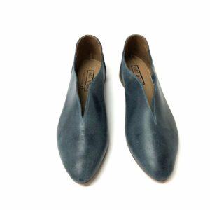 דגם 225 : נעל בובה עור בצבע כחול