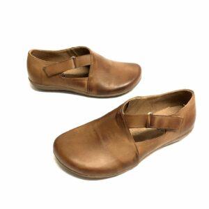 דגם 663 : נעל עור בצבע כאמל