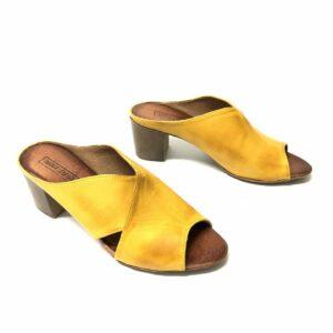 דגם 883 : כפכף עור בצבע צהוב