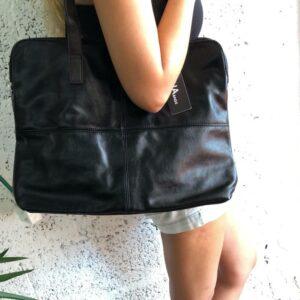 דגם 13 תיק מזוודה בצבע שחור