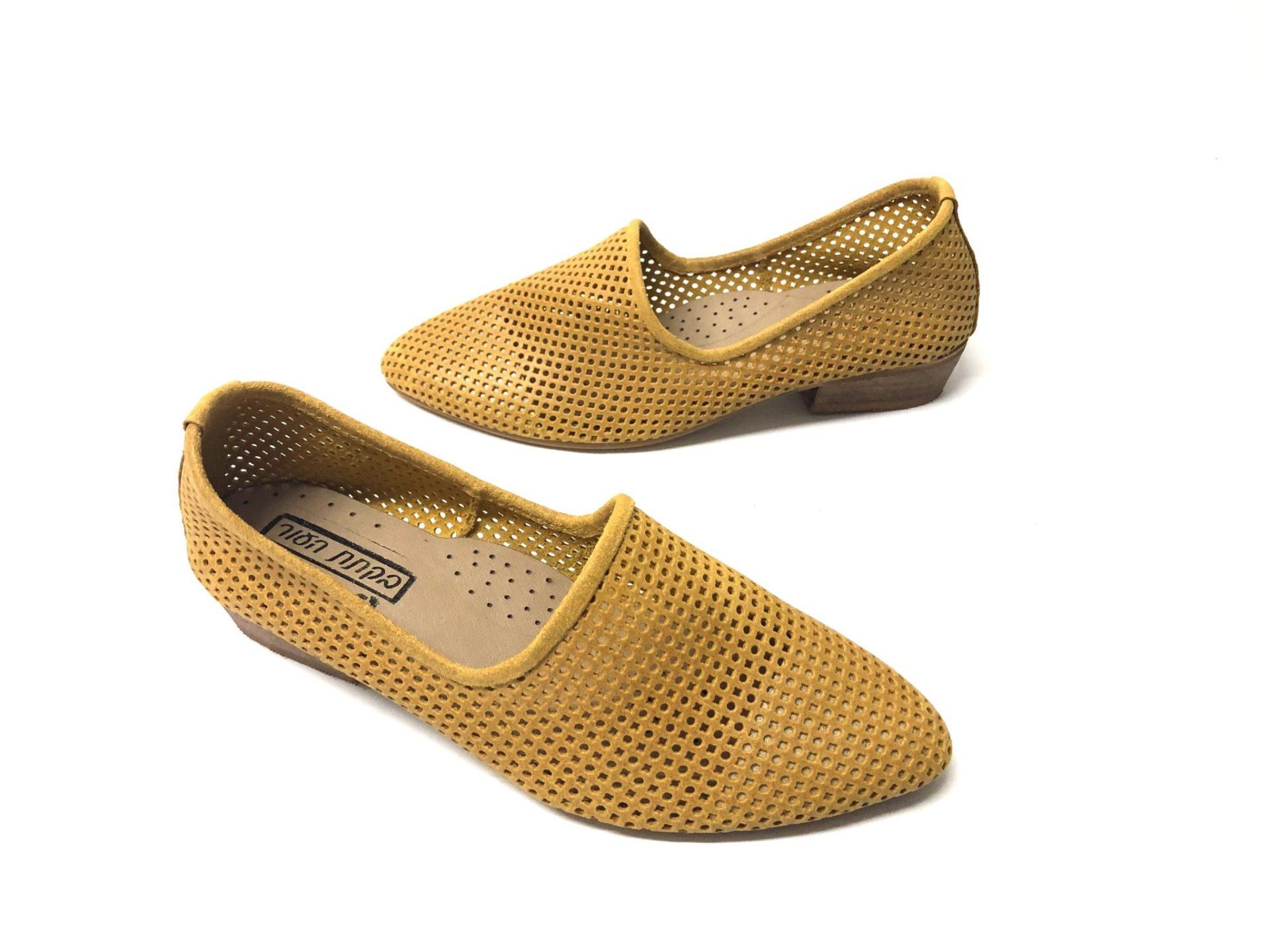 דגם 1245 : נעל מוקסין מחורר בצבע חרדל