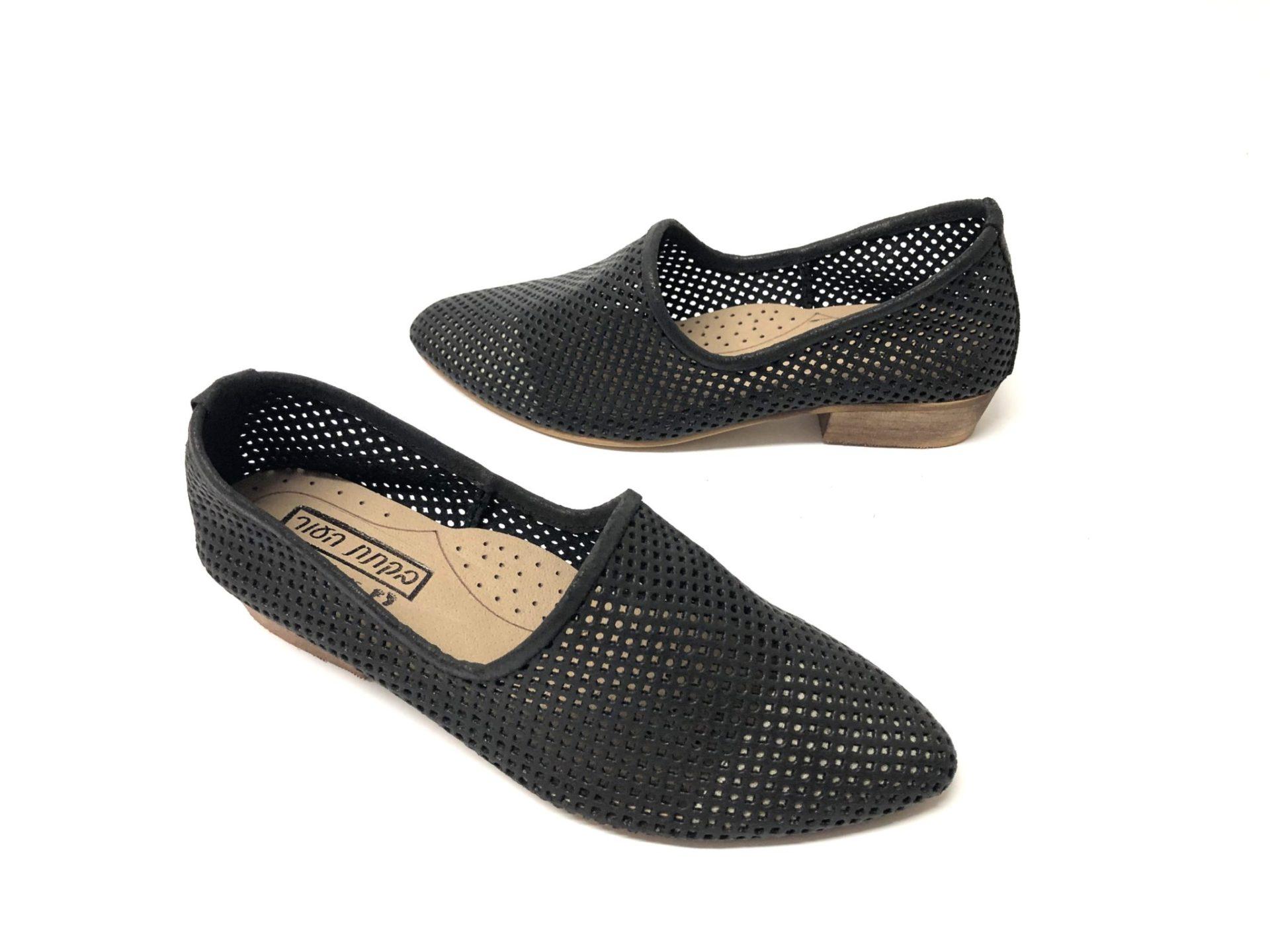 דגם 1245 : נעל מוקסין מחורר בצבע שחור