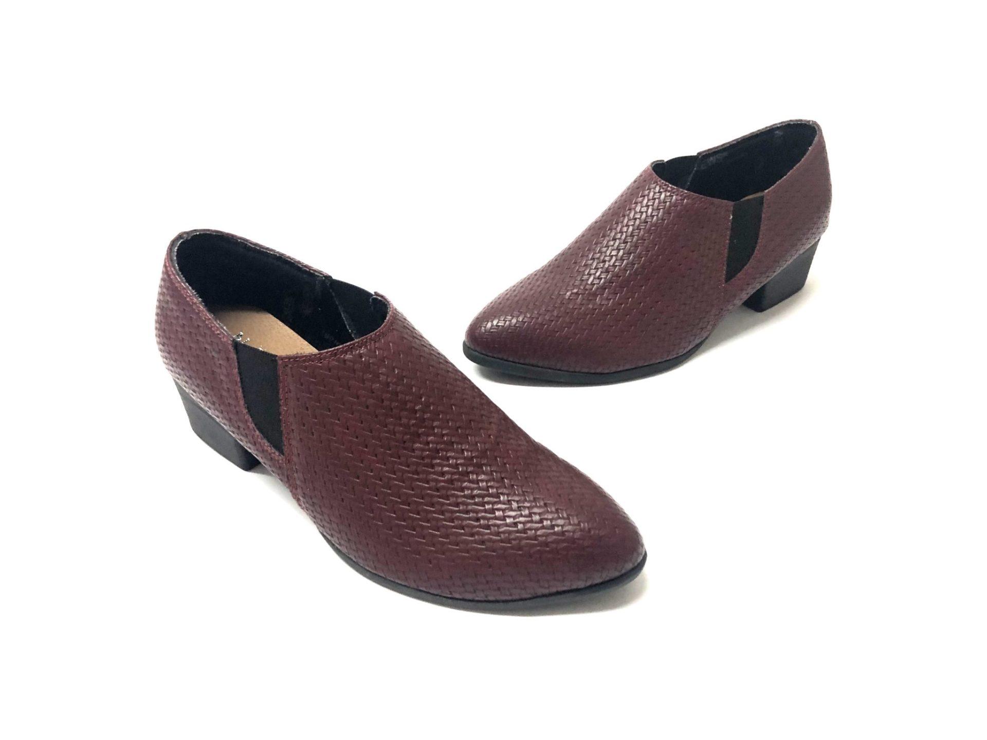 דגם 06050 : נעל שיקית בצבע קרוקו בורדו
